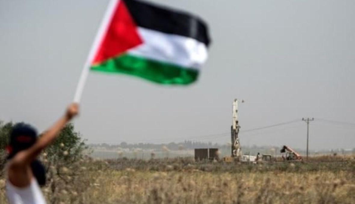 العلم الفلسطيني مرفرفاً (أ ف ب).