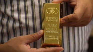 عائدات السندات الأميركية وارتفاع الدولار يكبحان الذهب