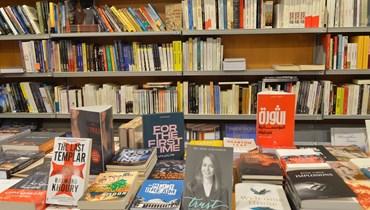 تدهور أليم في سوق الكتاب الأجنبي في لبنان وأسعار خيالية: الأزمة تخنق القراء والمكتبات... كيف يتصدّون لها؟