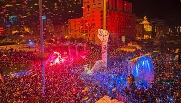 ثورة 17 تشرين الأول في ساحة الشهداء (نبيل إسماعيل).