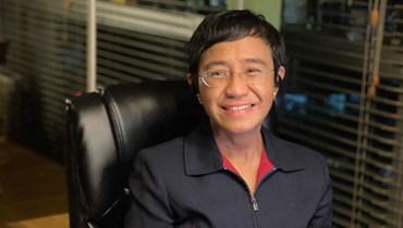 ريسا خلال مقابلة معها عبر الإنترنت في منزلها في مانيلا بعد تلقيها نبأ فوزها بجائزة نوبل للسلام (8 ت1 2021، أ ف ب).