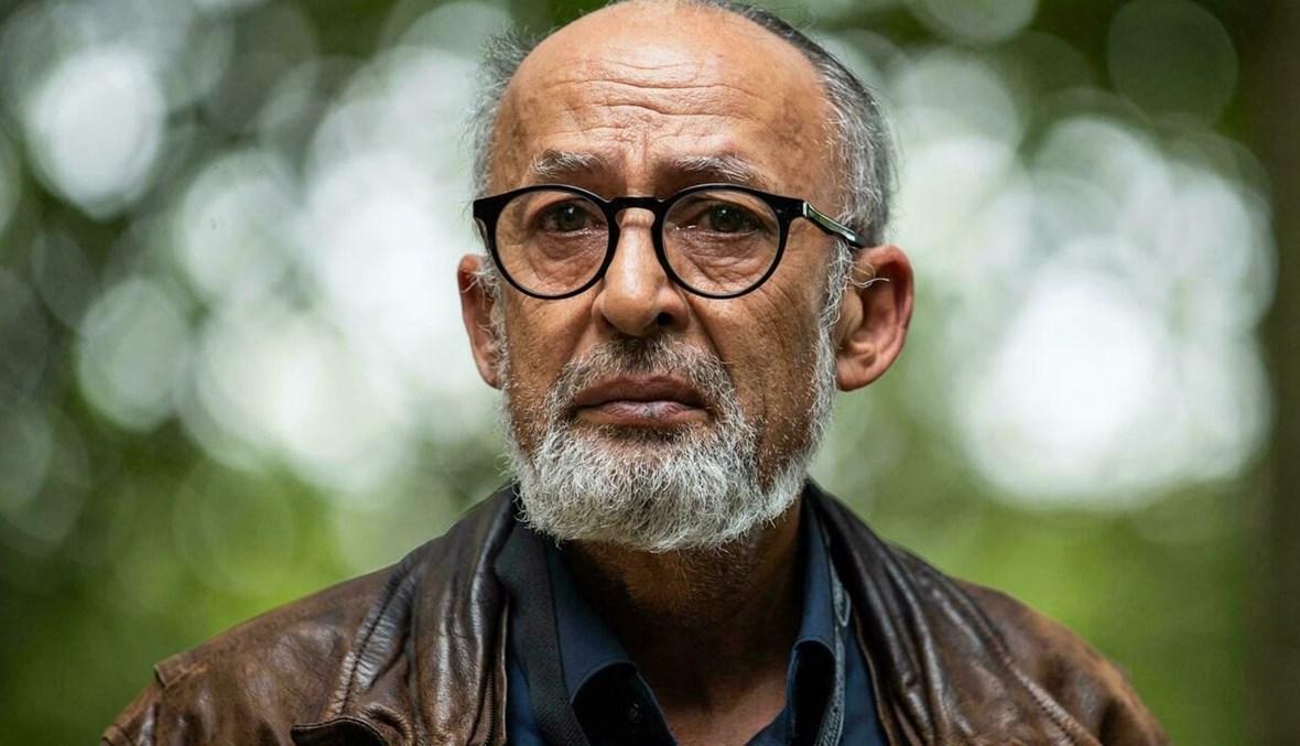 المصور الصحافي الفرنسي الإيراني منوشير ديغاتي في مدينة بايو الفرنسية (أ ف ب).