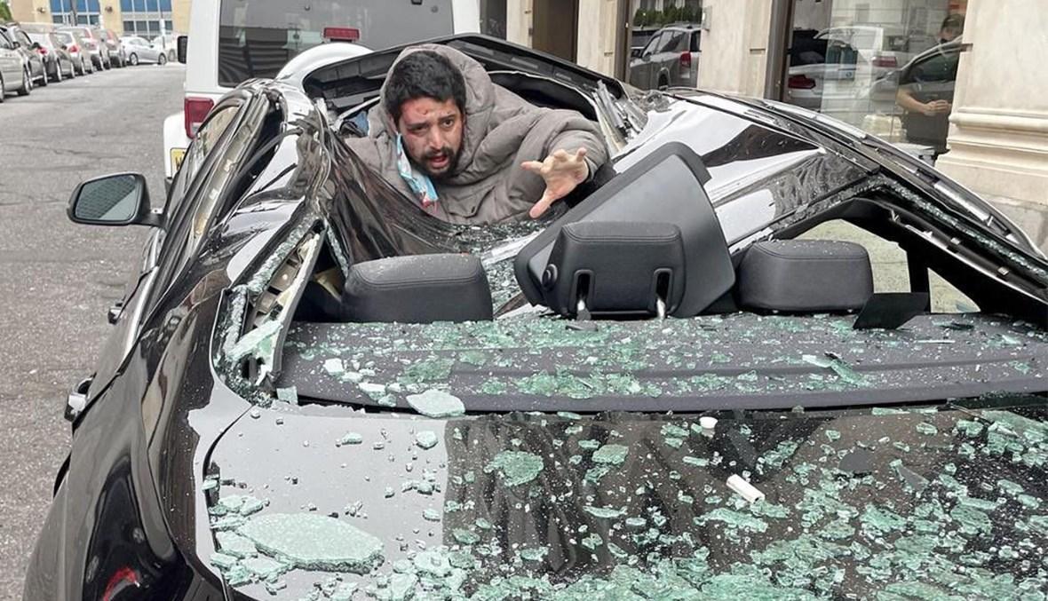 الرجل الذي أراد الانتحار لدى سقوطه على سقف السيارة في نيوجيرسي.