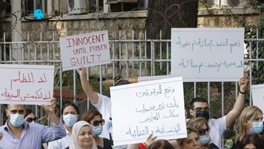 أهالي الموقوفين أمام قصر العدل في بيروت (مارك فياض).