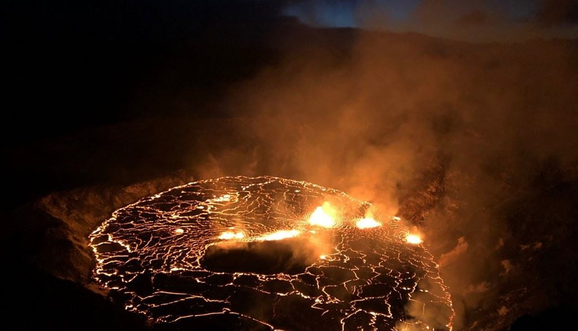 استمرار ثوران بركان كيلويا في هاواي (أ ف ب).