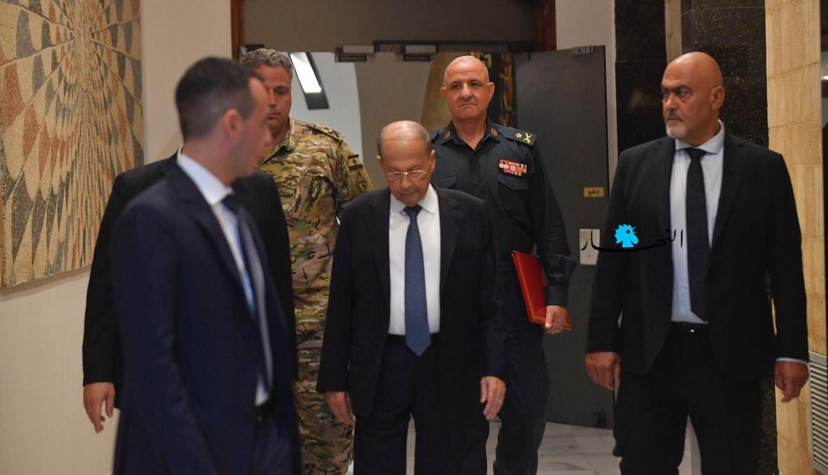 الرئيس ميشال عون متّجهاً إلى جلسة مجلس الوزراء أمس الثلثلاء (نبيل اسماعيل).
