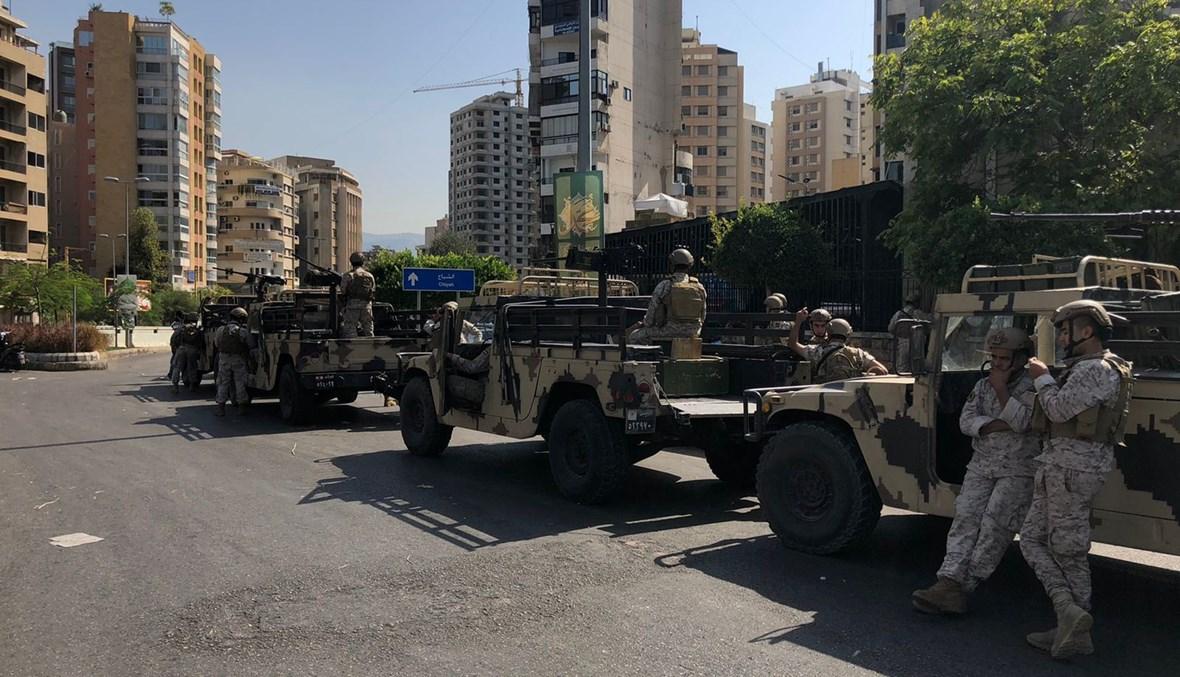 عناصر من الجيش منتشرون في منطقة الاشتباكات - الطيونة (نبيل إسماعيل).