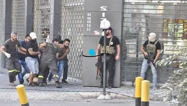 من اشتباكات المسلّحين في الطيونة (نبيل إسماعيل).