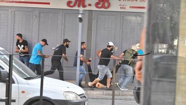 نزوح عائلات جرّاء الاشتباكات في محيط الطيونة (نبيل اسماعيل).