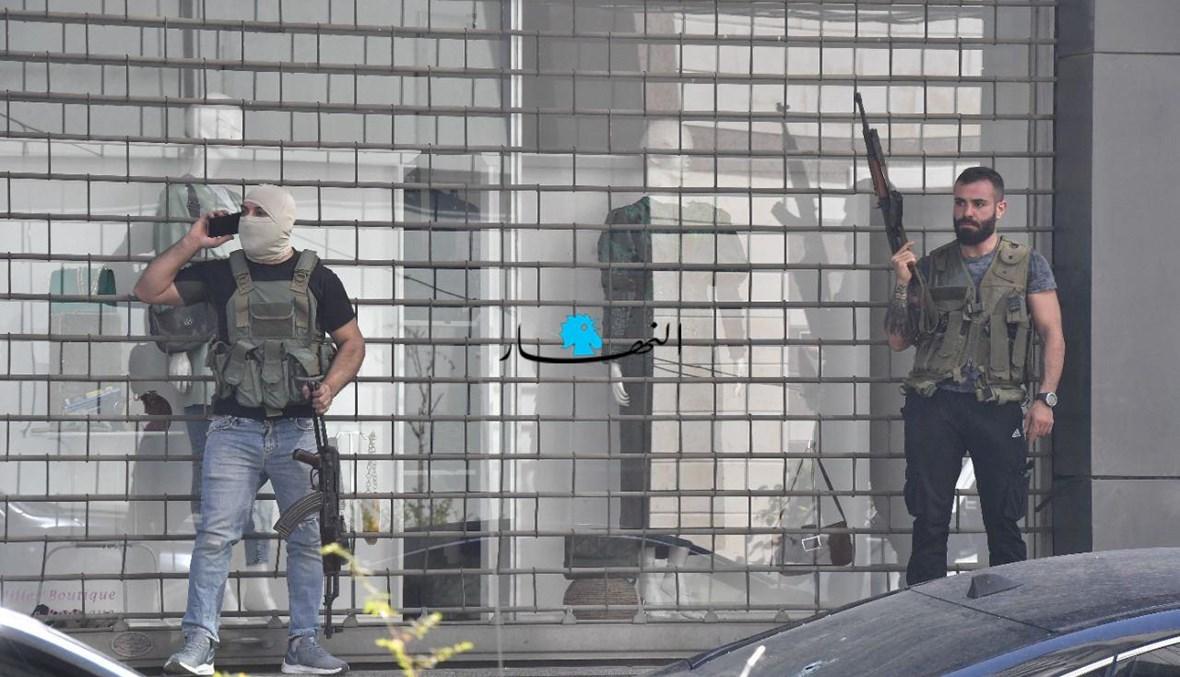 مسلّحان في محيط الطيونة (نبيل اسماعيل).