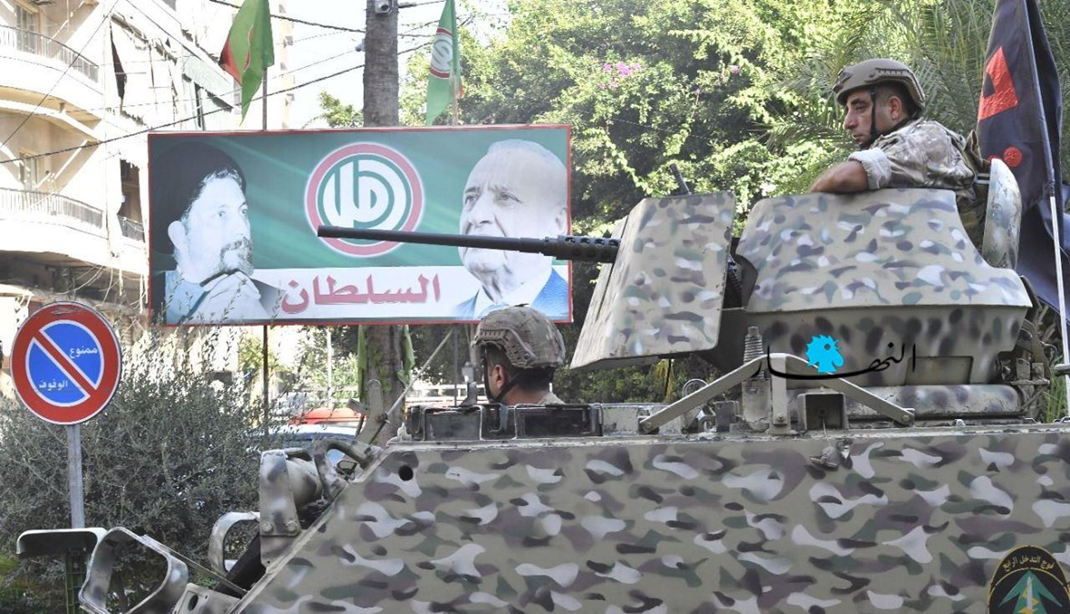 آلية للجيش في محيط الطيونة خلال اشتباكات اليوم (نبيل إسماعيل).