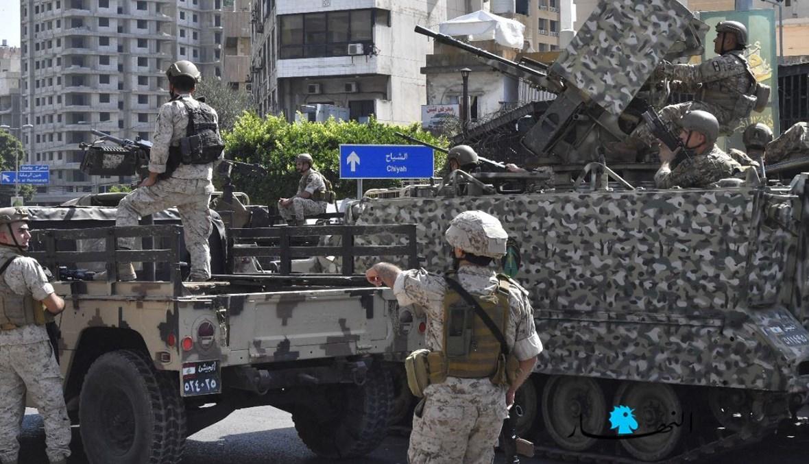 دوريات للجيش اللبنانيّ عند مداخل منطقة الشياح خلال اشتباكات الطيونة اليوم (نبيل إسماعيل).