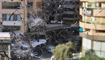 رصاص القنص يخترق النوافذ في منطقة الطيونة (حسام شبارو).