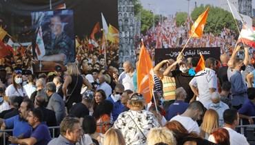 """""""عهدنا نبقى هون""""... احتفال جماهيري لـ""""التيار"""" بذكرى 13 تشرين في نهر الموت (صور وفيديو)"""
