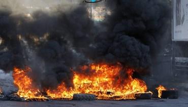 الخناق الاقتصادي يشتدّ... قطع طرق واحتجاجات في مناطق عدّة (بالصور والفيديو)