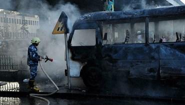 """صورة وزعتها وكالة الأنباء السورية """"سانا"""" لحافلة للجيش بعد تعرّضها لتفجير في العاصمة دمشق (أ ف ب)."""