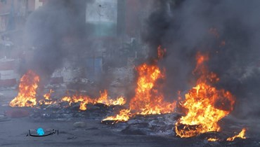 إقفال طريق الدورة - بيروت بالإطارات المشتعلة احتجاجاً على الارتفاع الكبير في المشتقات النفطية (مارك فياض).