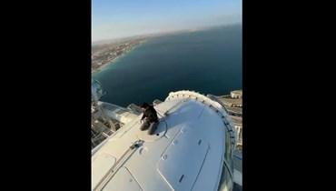 ولي عهد دبي يخوض مغامرة على ارتفاع 250 متراً.