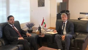 وزير الطاقة والمياه وليد فياض والقائم بأعمال سفارة دولة قطر علي المطاوعة.
