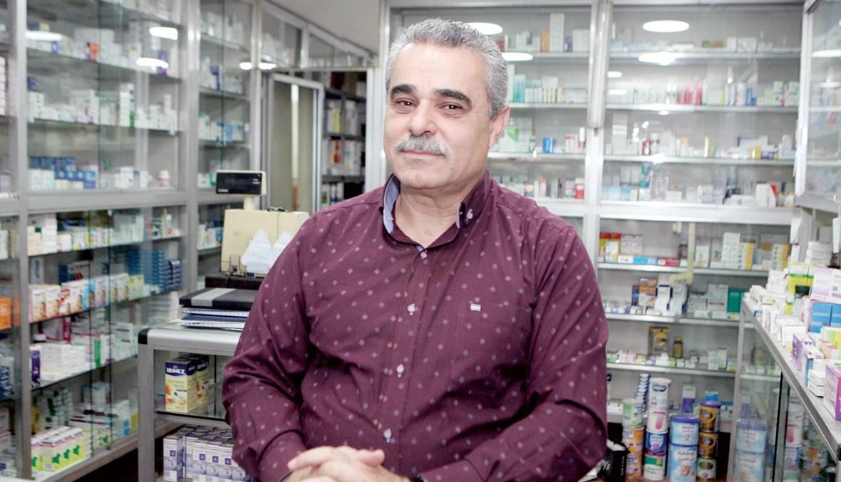 الصيدلي سلمان سلمان خاض غمار التحدّي متمسّكاً بمهنته وبلده