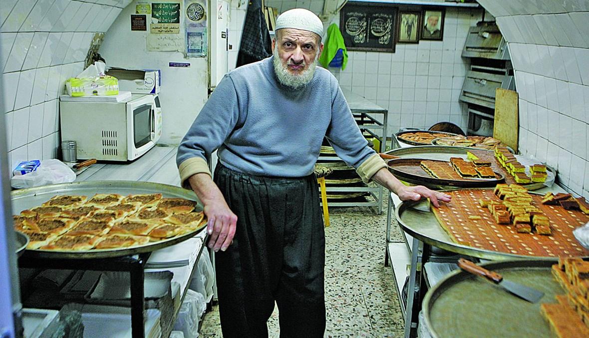 """ديب حسن شرف الدين في طرابلس ... العمر لا يثنيه عن صنع """"الكربوج"""""""