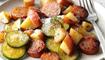 البطاطا بالنقانق: خلطة لذيذة وسهلة التحضير!