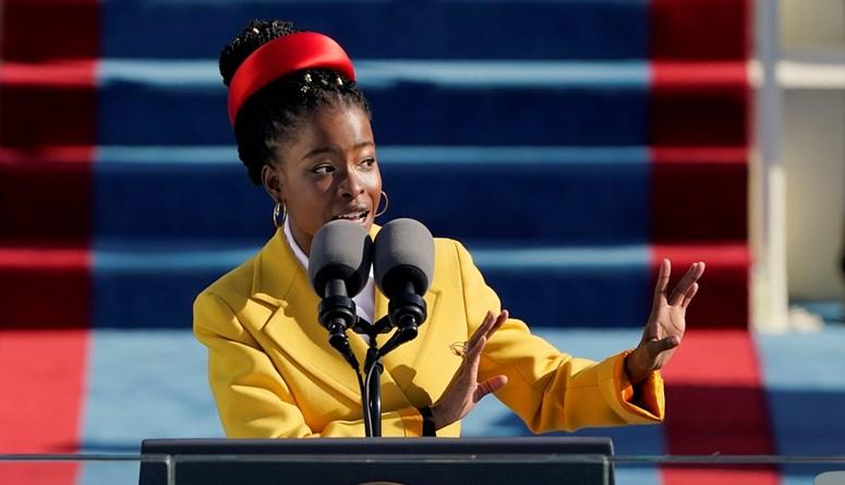 """الشاعرة الأصغر في تاريخ أميركا أماندا غورمان تحتفي بتنصيب بايدن: """"الفجر الجديد يبزغ"""""""