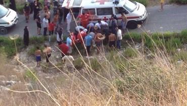 وفاة شاب وإصابة خطيبته اثر انقلاب سيارته على طريق زوطر الغربية