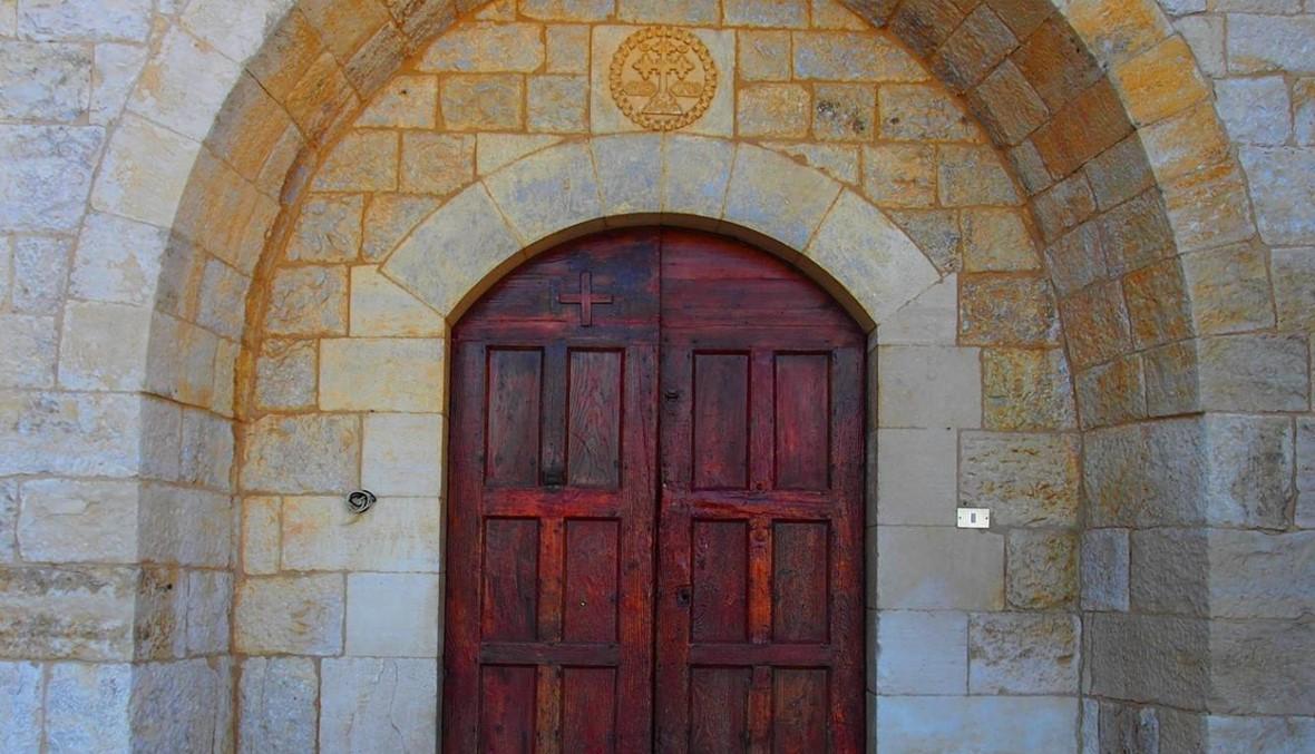 """بالصور- وراء الباب القديم عالمٌ سرّي: """"جنود"""" مار مارون يتحضّرون"""