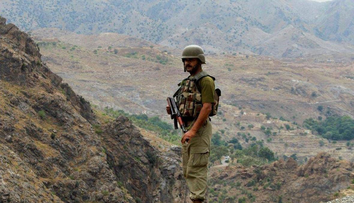 """باكستان تبني سياجا على الحدود مع أفغانستان... كابول تندد """"بتقسيم السكان"""""""