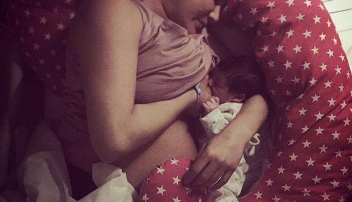 صورة تختصر الأمومة... ندى أبو فرحات وطفلها