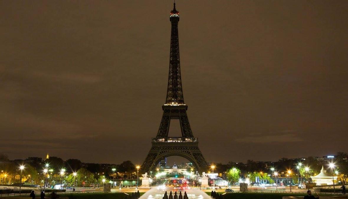 برج إيفل مظلماً حداداً على هجمات العراق