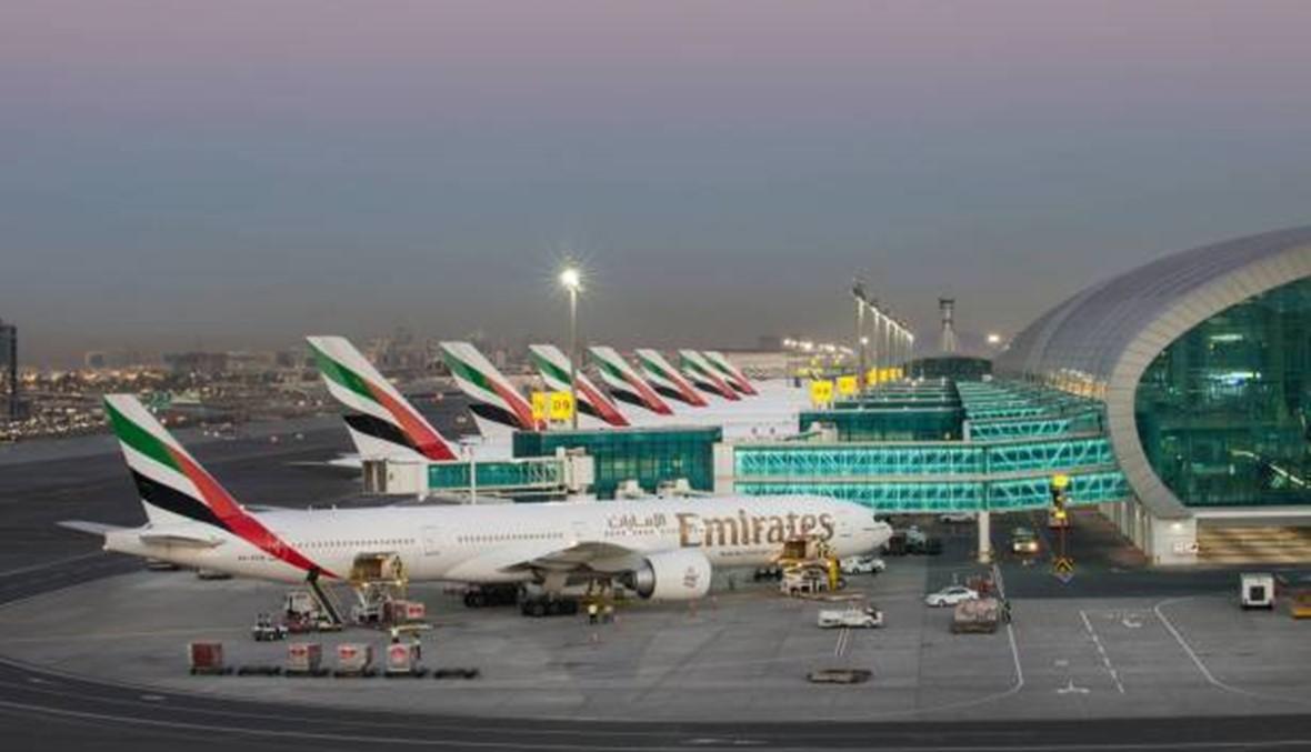 بالفيديو: ديناصورات تتجول في مطار دبي