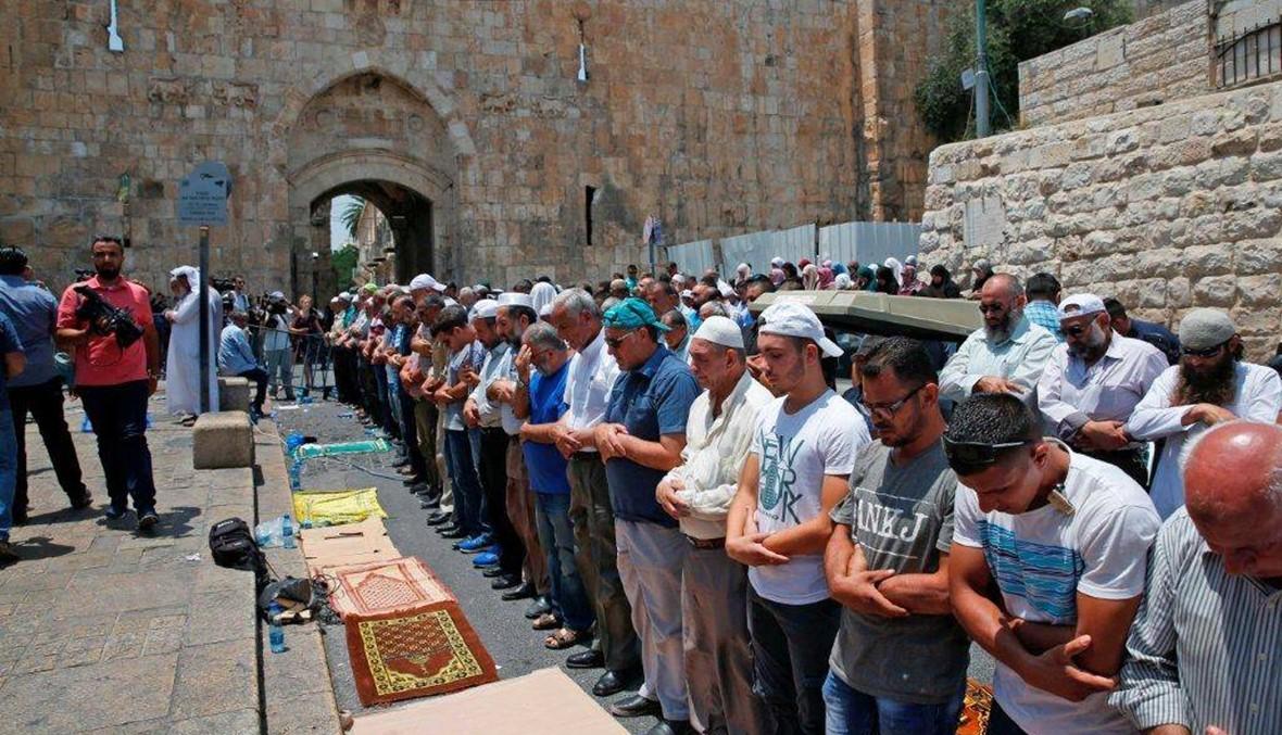"""الفلسطينيّون يرفضون دخول الأقصى لليوم الثّالث... """"لن نقبل بالتّدابير الإسرائيليّة"""""""