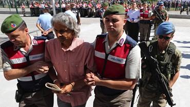 مئات الانقلابيين الأتراك في قفص الاتهام   \r\nجنرالات وجنود وأساتذة ورجال أعمال