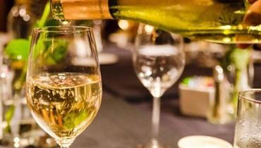 هل من علاقة النبيذ الابيض بسرطان الجلد؟