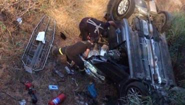 قتيلة وجريحان في انقلاب سيارة تحت جسر كازينو لبنان