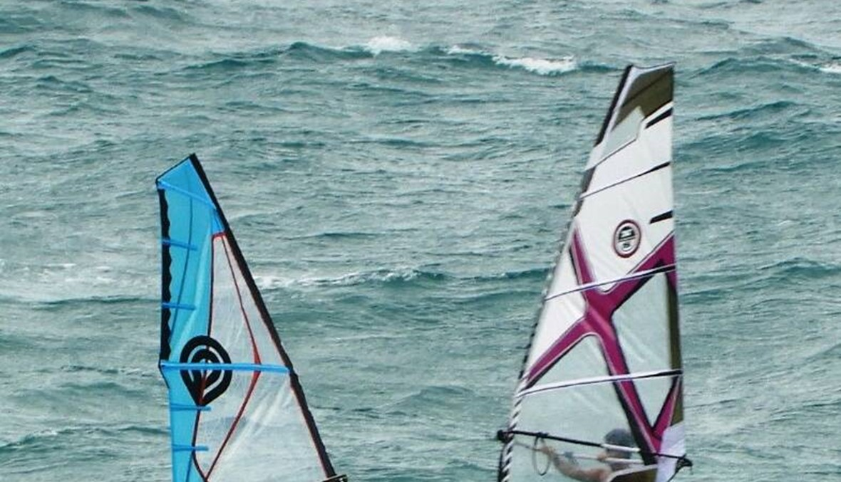 """ركوب الأمواج رياضة للشباب والشابات... """"على الرياح أن تكون مؤاتية"""" (صور)"""