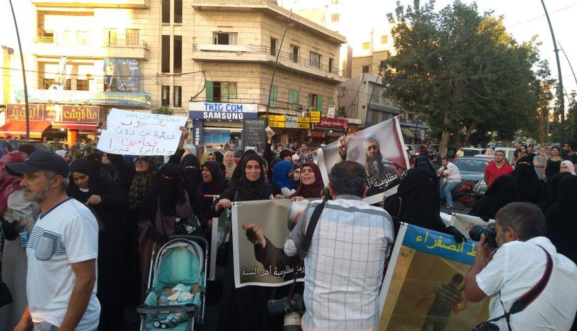 بالصور- الحكم بالإعدام على أحمد الاسير... قطع مستديرة النجمة في صيدا احتجاجاً
