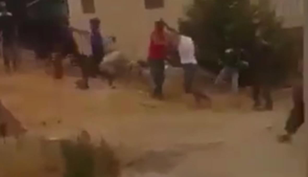 بالفيديو: إشكال في المنصورية بين سوريين معارضين وموالين... ماذا جرى؟