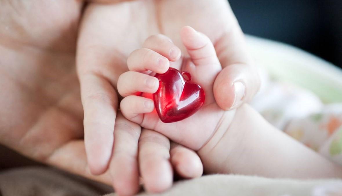 """طوني إبن 7 ايام خضع لعملية قلب مفتوح... """"هذا الطفل قوي وقبضاي"""""""