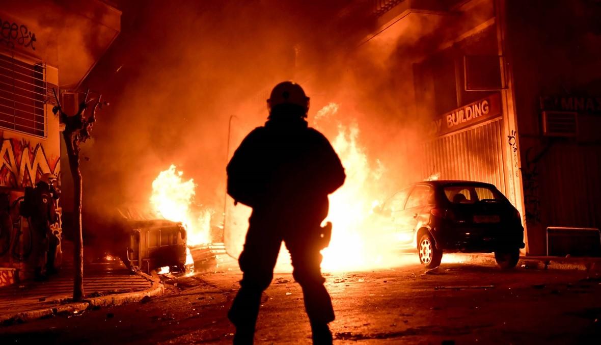 اشتباكات عنيفة في أثينا بذكرى مقتل الشاب أليكسيس قبل سنوات بظروف غامضة (أ ف ب) .