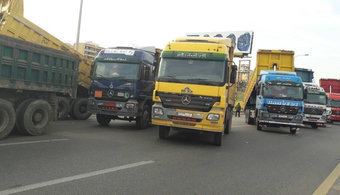 """سائقون يشعرون أنهم """"أقوى البشر"""": 13 ألف شاحنة على الطرق واللبنانيون ضاقوا ذرعاً"""