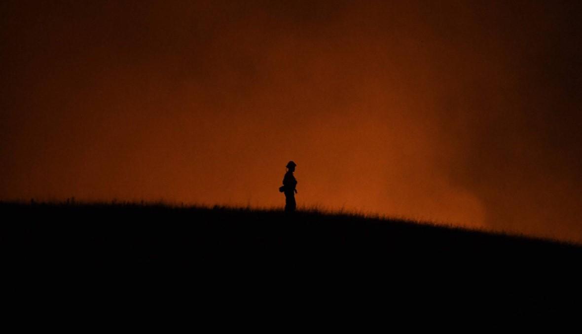 كاليفورنيا: قوة الرياح ضعفت لكن الحرائق مستمرة... آلاف المساكن ما زالت مهدّدة