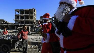 شجرة ميلاد وسانتا كلوز في مدينة الرقة السورية