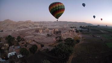 تحطّم منطاد ينقل سياحاً قرب الأقصر في مصر... مقتل سائح وإصابة 12 (صور)