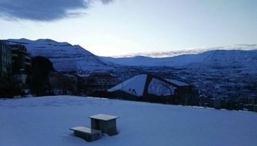 منخفض جوي مصحوب بكتل هوائية باردة والثلوج تلامس ارتفاع 800م غداً