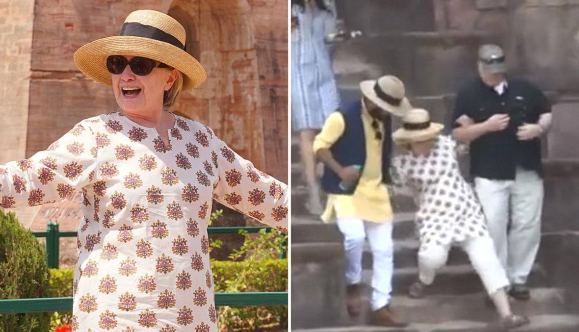هيلاري كلينتون تتعثّر مرّتين على الدّرج في الهند (فيديو)
