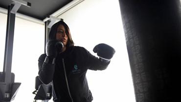 سعودية تدرِّب الملاكمة وتتحدى القيود الاجتماعية على الرياضة النسائية في بلدها