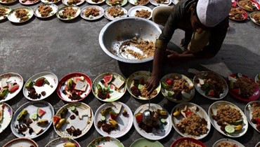 مسلمون من #الهند و #اندونيسيا و #تايلاند و #افغانستان و #جنوب_افريقيا والاراضي الفلسطينية... في بداية شهر #رمضان المبارك. أ ف ب  #رمضان_كريم #RAMADAN2018 #Ramadan